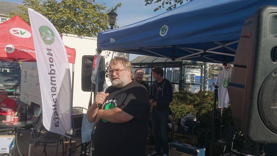 2. Kandidat Nils Fløystad holder appell på rådhusplassen i Kristiansund. Foto: Mette Belden